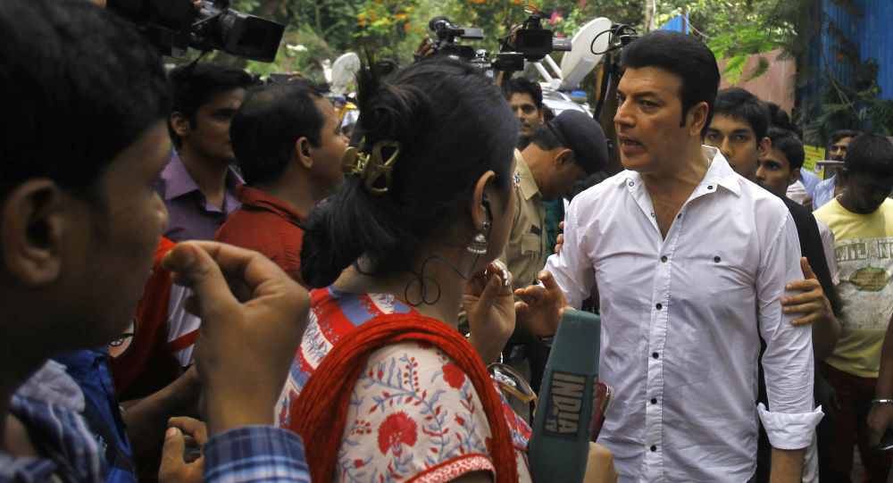 Bollywood actor Aditya Pancholi, in white, argues with members of the media (File)