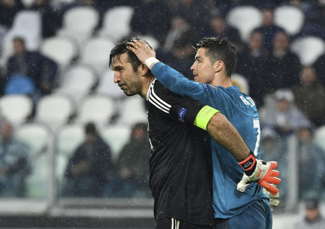 Real Madrid's Portuguese forward Cristiano Ronaldo (R) jokes with Juventus' goalkeeper from Italy Gianluigi Buffon at the end of the UEFA Champions League quarter-final first leg football match between Juventus and Real Madrid at the Allianz Stadium in Turin on April 3, 2018