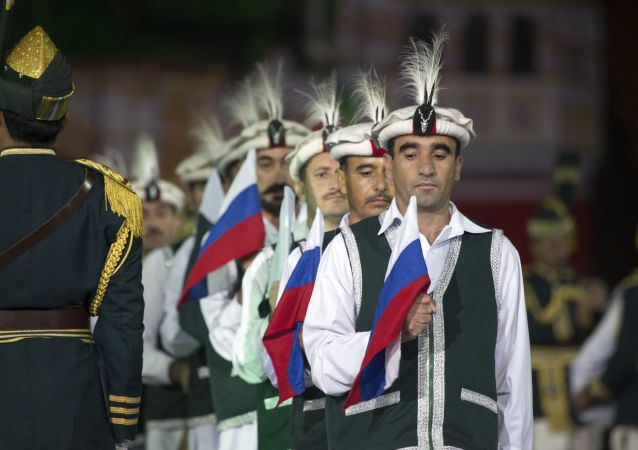 Members of the Armed Forces Band of Pakistan hold Russian and Pakistan national flags  (File)