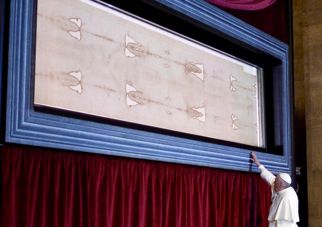 Pope Francis touches the holy Shroud, believed by some Christians to be the burial shroud of Jesus of Nazareth, on June 21, 2015 in Turin's cathedral.