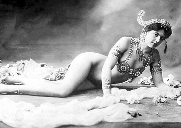 Dancer Mata Hari, 1906