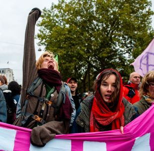 Protesters block a bridge to mark the beginning of the Extinction Rebellion protests in Amsterdam, on October 7, 2019