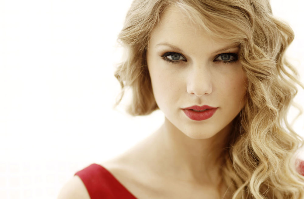 In this Sept. 22, 2010 photo, musician Taylor Swift poses for a portrait in West Hollywood, Calif.  Swift's new album Speak Now will be released on Oct. 25, 2010.