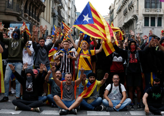 Protesters shout slogans as they gather in Via Laietana in Barcelona, on October 18, 2019