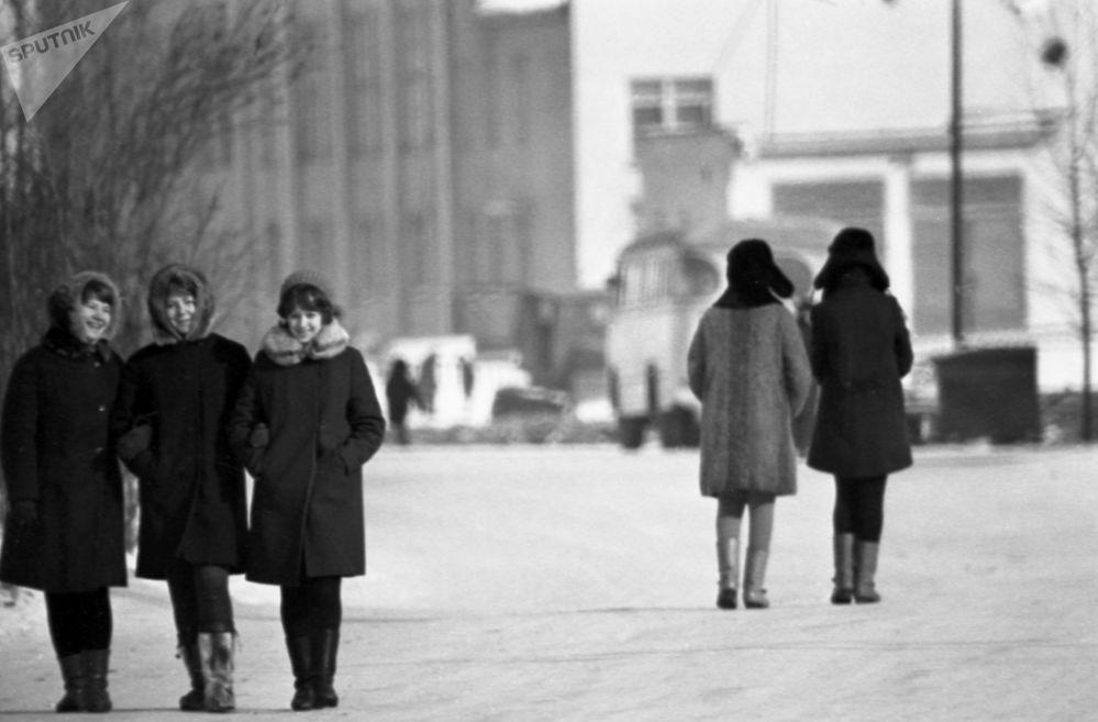 Walking in Magadan in winter (1970s)