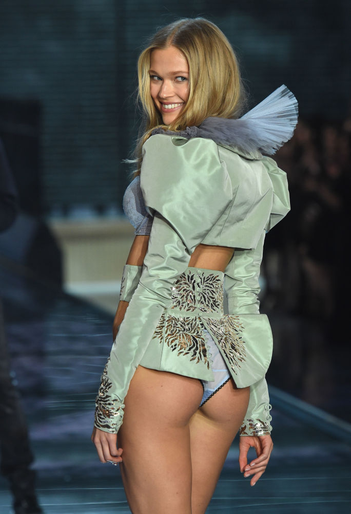 Model Vita Sidorkina from Russia walks the runway during the 2015 Victoria's Secret Fashion Show at the Lexington Avenue Armory on 10 November 2015 in New York City.