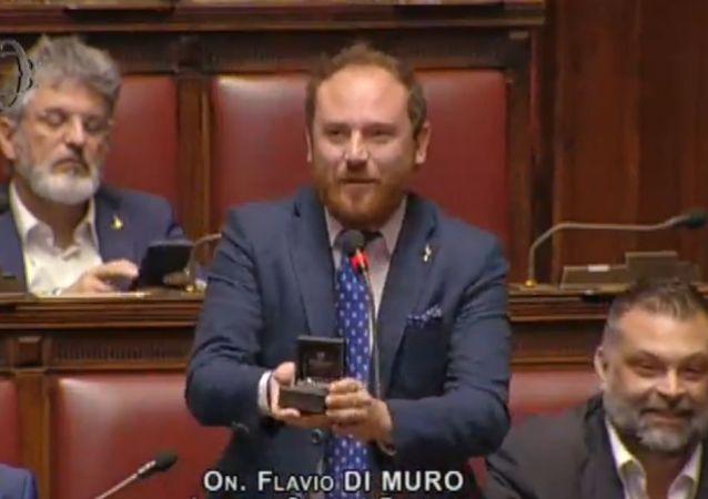 Italian MP Flavio di Muro Proposes to His Girlfriend During Session