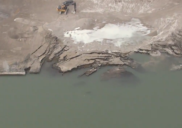 #Chopper7 is over the Revere Copper Site, which partially collapsed on the American side of the Detroit River. Canadian officials are concerned over radioactive contamination