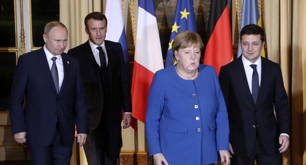 In Paris, Putin and Zelensky take hesitant steps toward peace