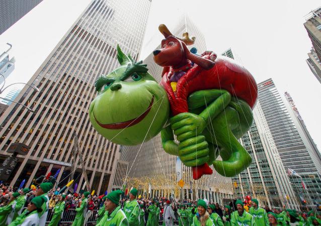 The Dr Seuss' The Grinch Balloon