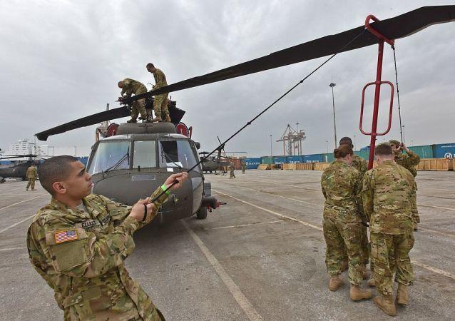Unfolding the blades - UH-60 Black Hawks arrive in Greece