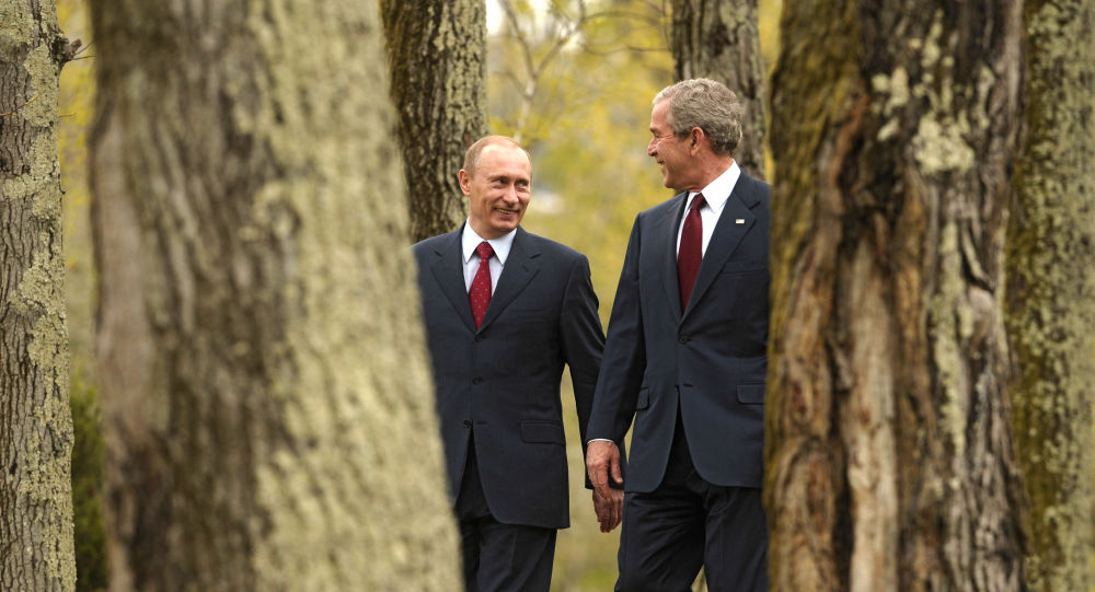 Russian President Vladimir Putin and US President George W. Bush in in the Russian resort city of Sochi