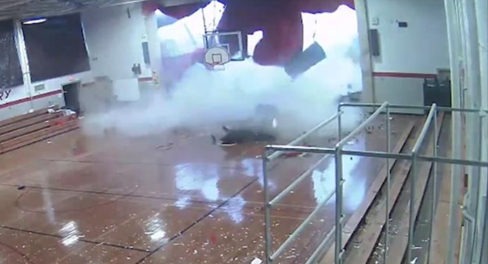 Students Flee as Thunderstorm Collapses Gym Roof at US School