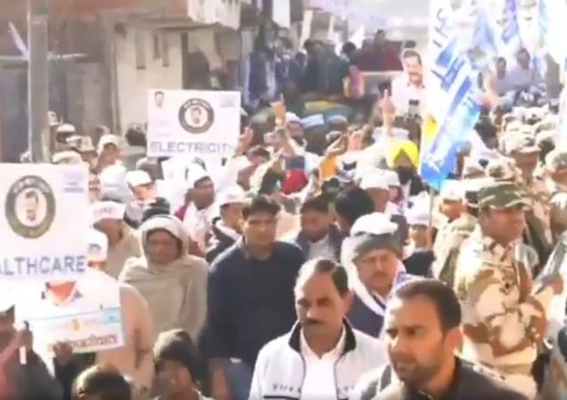 With placards of healthcare, education and electricity bill people of Matiala dancing to the tune of  Lage Raho Kejriwal in ArvindKejriwal 's roadshow