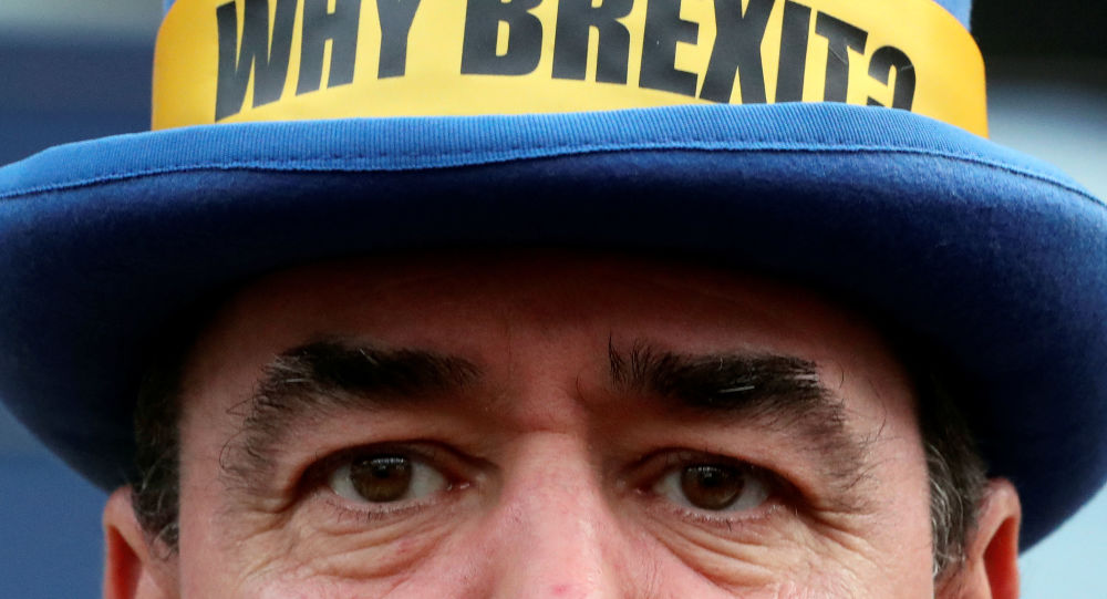 Westminster protester and anti-Brexit activist Steve Bray takes part in a protest outside the EU Parliament in Brussels, Belgium January 23, 2020.  REUTERS/Yves Herman