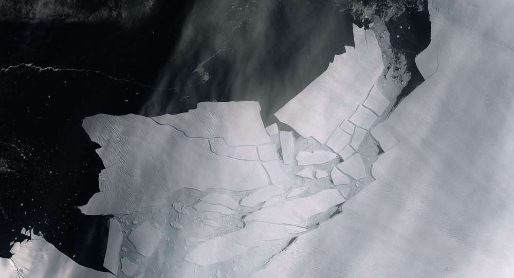 The Pine Island Glacier recently spawned an iceberg over 300 sq km that very quickly shattered into pieces. This almost cloud-free image captured on 11 February by the Copernicus Sentinel-2 mission shows the freshly broken bergs in detail