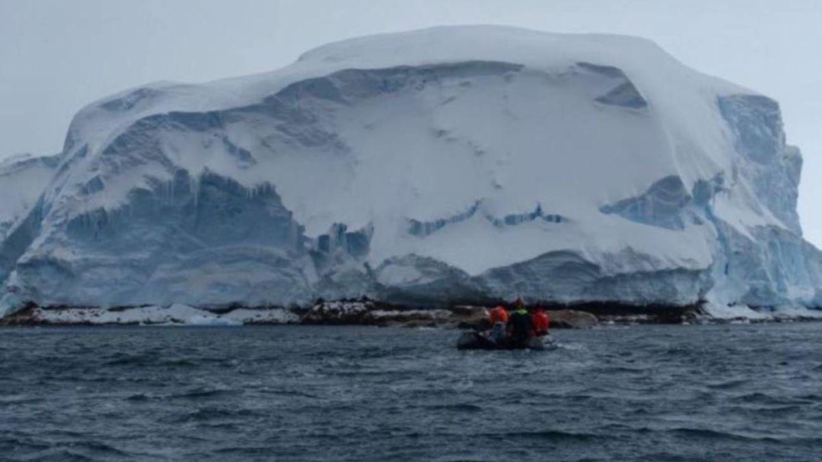 Terra Ice-Cognita: Melting Ice Uncovers Hidden Island in Antarctica