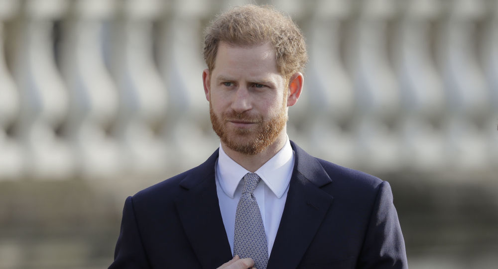 'He's Like a Hobbit!' Prince Harry's Bare Feet on Valentine's Day Photo Spark Criticism on Twitter