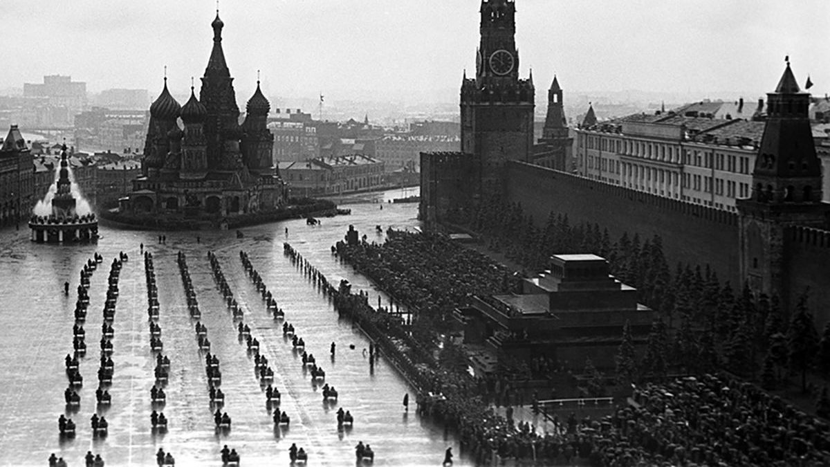 Historic Shots of 1945 Victory Parade in Moscow