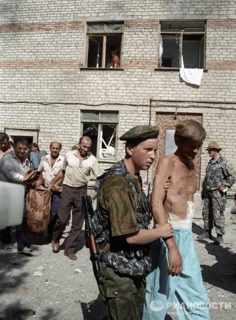Освобождение из захваченной боевиками Шамиля Басаева Будённовской городской больницы