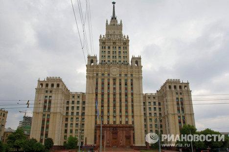 Административно-жилое здание на площади у Красных ворот