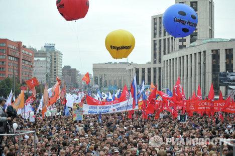 Участники акции Марш миллионов на проспекте Академика Сахарова в Москве