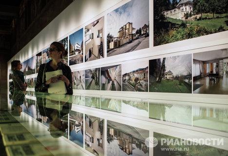Посетители у фотографий Ричарда Пэра Архитектурное наследие Ле Корбюзье глазами Ричарда Пэра