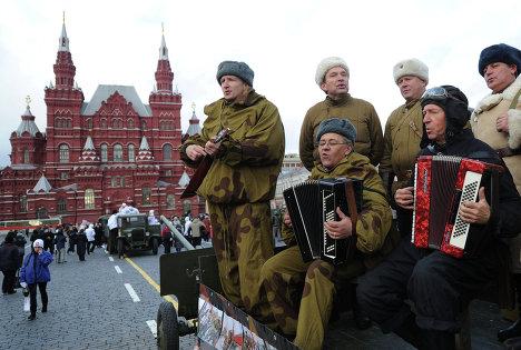 На Красной площади после окончания торжественного марша, посвященного 71-й годовщине Парада 1941 года