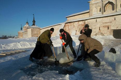 Подготовка к крещенским купаниям в регионах России