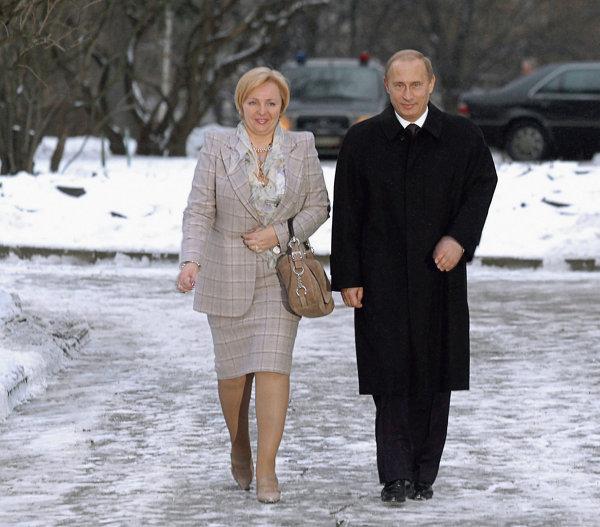 В.Путин и Л.Путина в день выборов