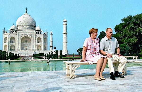 Владимир и Людмила Путины у мавзолея Тадж-Махал в Индии