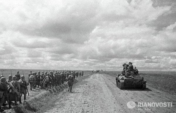 Резервные воинские части идут на фронт