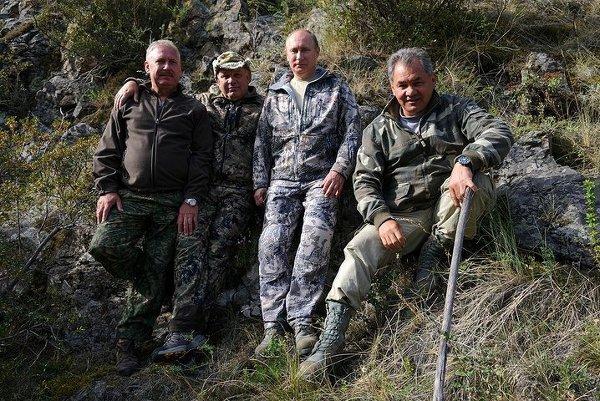 Владимир Путин во время визита в Саяно-Шушенский биосферный заповедник