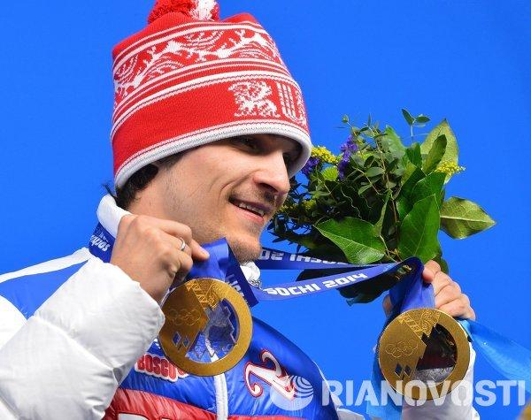 Вик Уайлд (Россия), завоевавший золотую медаль в параллельном слаломе среди мужчи