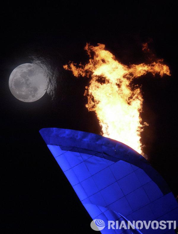 Чаша Олимпийского огня в Олимпийском парке Сочи